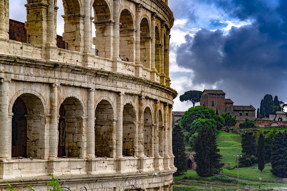 Coloseum v Římě.jpg1