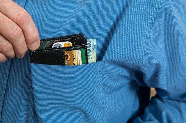 peněženka v náprsní kapse