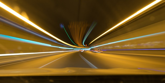 světla v tunelu