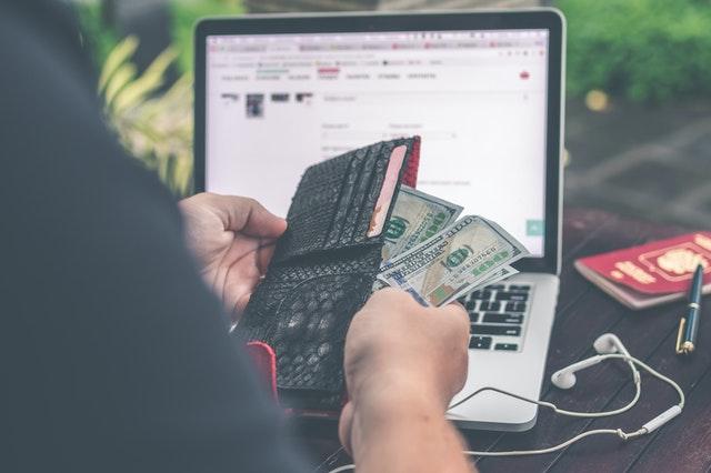 bankovky, peněženka, počítač